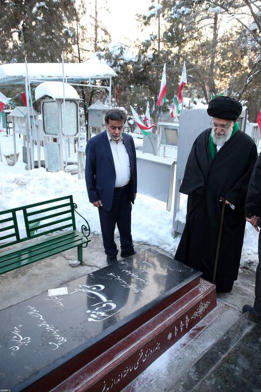 حضور رهبر معظم انقلاب بر مزار شهید حسن طهرانی مقدم