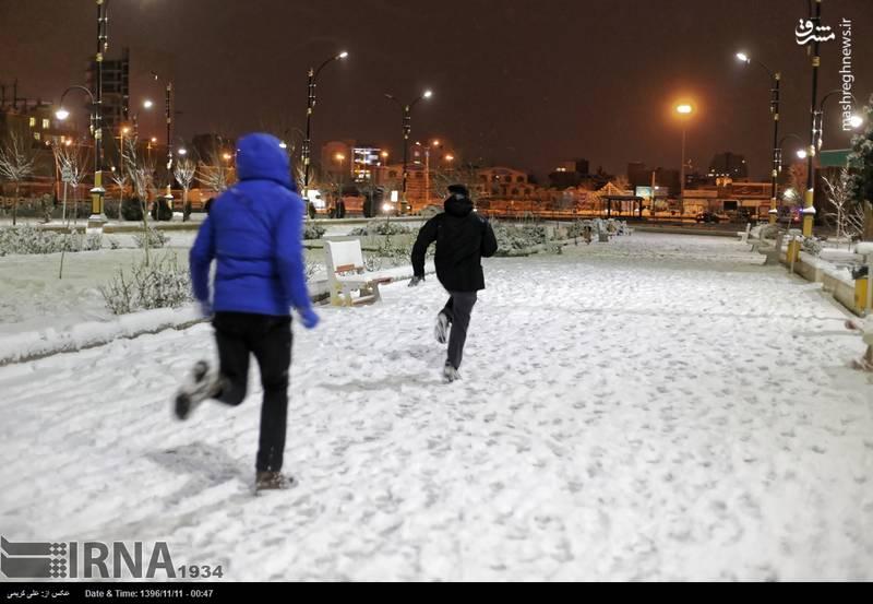 برف بازی کودکان پس از بارش برف