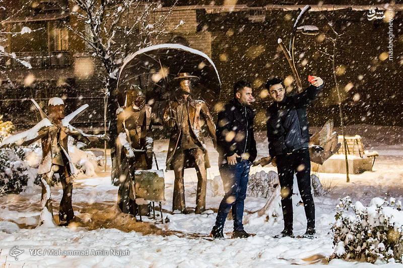 عکس سلفی در بارش برف