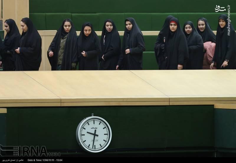 دانش آموزان امروز جلسه علنی مجلس شورای اسلامی را از نزدیک شاهد بودند