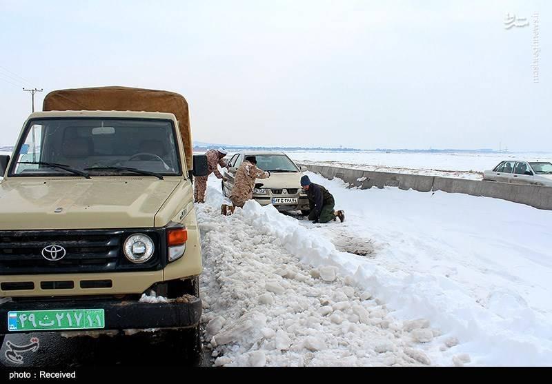 سردار شریف: سپاههای استانی در حال امدادرسانی در مناطق برفگیر هستند .