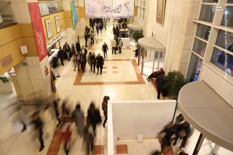 در جشنواره امسال تنها مراسم افتتاحیه و اختتامیه در برج میلاد برگزار میشود و خبری هم از مراسم فرش قرمز نیست.