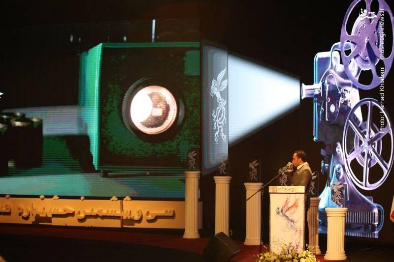 نمایی از مجری مراسم افتتاحیه جشنواره فیلم فجر؛ احسان کرمی