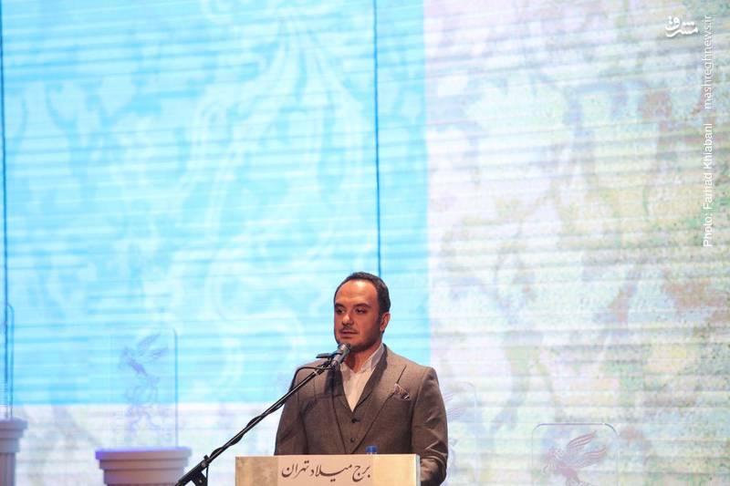 احسان کرمی مجری افتتاحیه جشنواره سی و ششم بود.