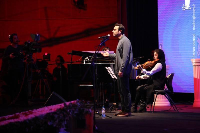 اجرای موسیقی توسط سپنتا در افتتاحیه جشنواره فیلم فجر