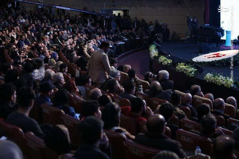 نمایی از سالن همایش و مراسم افتتاحیه