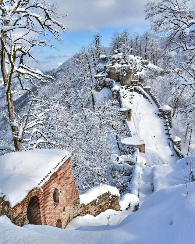 طبیعت زمستانی قلعه رودخان گیلان