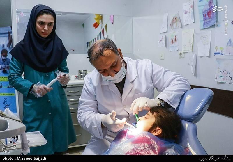 دندان پزشکان بسیجی و جهادگر اقدام به ویزیت و درمان ۸۰ نفر از ایتام تهرانی کردند.
