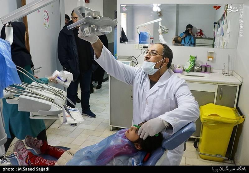 دندان پزشکان بسیجی 80 نفز از ایتام تهرانی را ویزیت کردند.