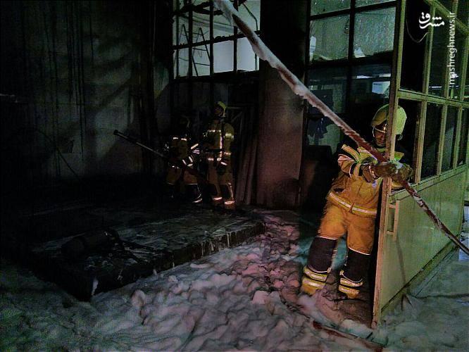 در طبقه منفی چهار این مجتمع تجاری اداری که قسمت هایی از این ساختمان هم چنان درحال ساخت است، یک منبع 8 هزار لیتری حاوی گازوئیل دچار آتش سوزی شد.