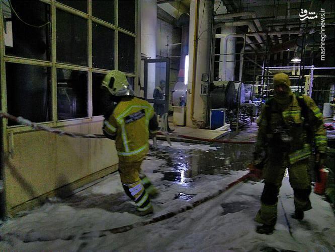 با آتش گرفتن این مخزن بزرگ، دود سیاه وغلیظی بخشی ازفضای این ساختمان را فرا گرفت به طوری که هنگام رسیدن آتش نشانان، دود زیادی از پنجره های طبقات مختلف این ساختمان بیرون می زد.