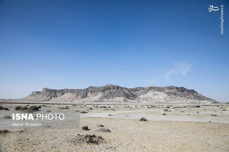 سیستان از منظر زمینشناسی یک دشت آبرفتی هموار و نسبتاً مسطح از رسوبات رودخانهای است.