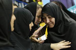 حمایت تمام قد نمایندگان زن اصلاحطلب از پدیده دختران خیابان انقلاب +عکس