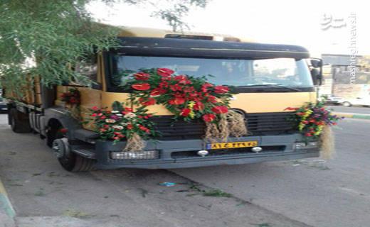 داماد خوش ذوق در شهر بم با گل زدن کامیون خود نظر مردم این شهر را به خودش جلب کرده است
