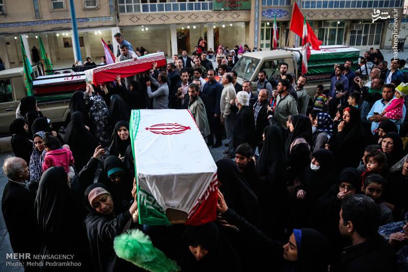 حضور پرشور مردم در مراسم وداع با 28 شهید تازه تفحص شده