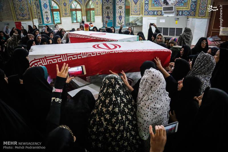 بانوان ایرانی که در مراسم وداع با شهدای تازه تفحص شده دفاع مقدس حضور یافتند.