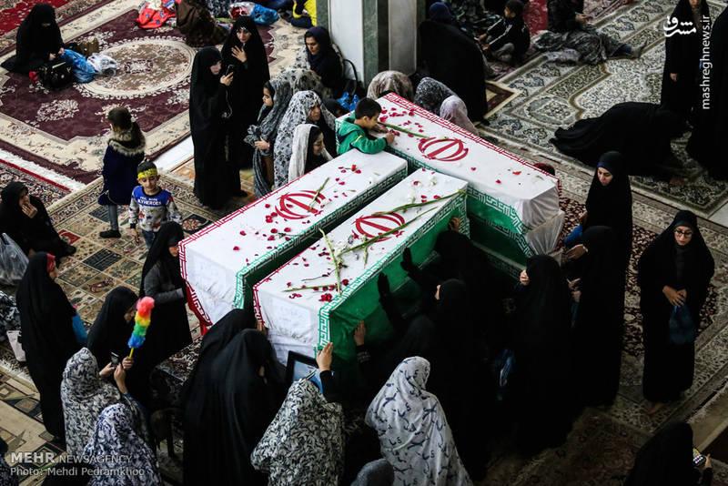 وداع با شهدای تازه تفحص شده در حرم مطهر علی بن مهزیار