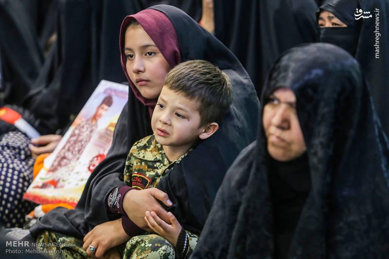 حضور خانواده شهدای مدافع حرم در یادواره شهدا