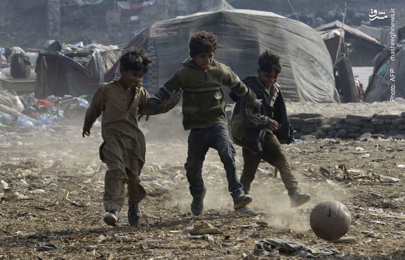سرگرمی کودکان آلونکنشین در لاهور پاکستان