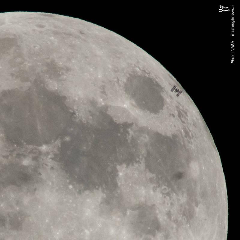 تصویربرداری ناسا از پایگاه فضایی بینالمللی حین عبور ماه کامل از پشت آن
