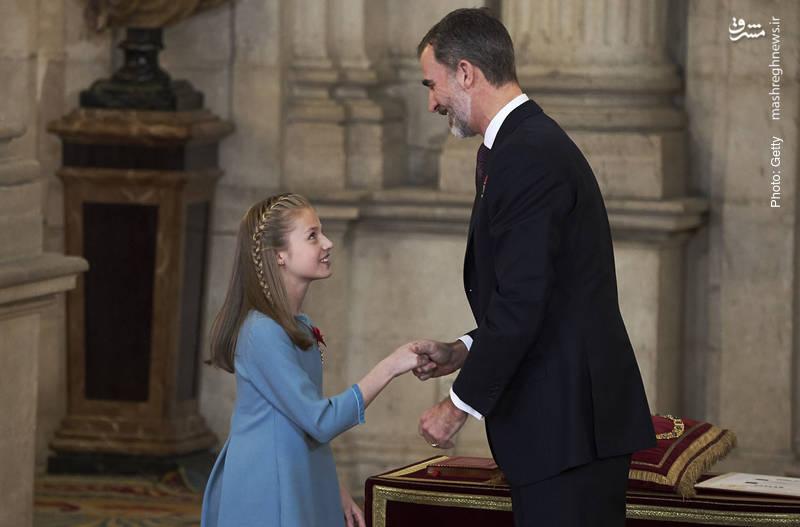 دریافت یکی از بالاترین نشانهای افتخار در اسپانیا با نام «پشم طلایی» توسط شاهزاده لئونور از پدرش فیلیپ ششم، پادشاه اسپانیا در قصر سلطنتی مادرید