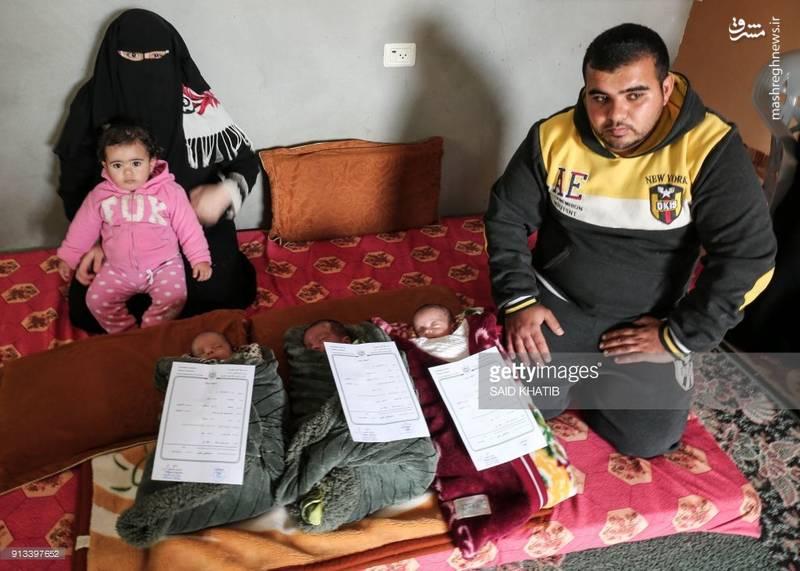 """زوج فلسطینی که برای اعتراض به تصمیم ترامپ هر سه فرزند خود را  """"قدس، پایتخت و فلسطین"""" نام نهادند."""