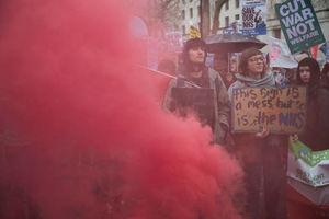 تظاهرات گسترده علیه ولخرجیهای نظامی لندن