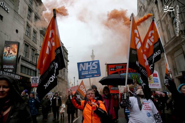 کارکنان بخشهای درمانی و پزشکی بریتانیا به همراه فعالان اجتماعی و مخالف جنگ در راهپیمایی