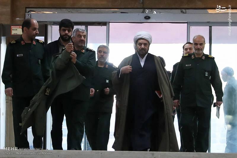 محمد علی جعفری فرمانده کل سپاه صبح امروز یکشنبه از دستاوردهای سپاه در دانشگاه امام حسین بازدید کرد.