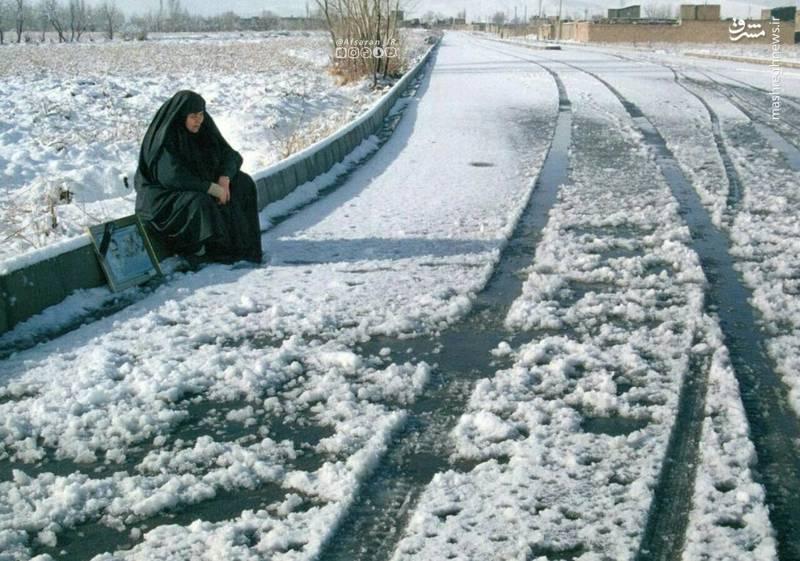 مادر شهید در انتظار فرزندش