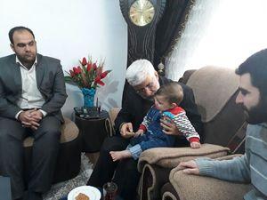 عکس/ دیدار سعید جلیلی با خانواده شهید مدافع حرم