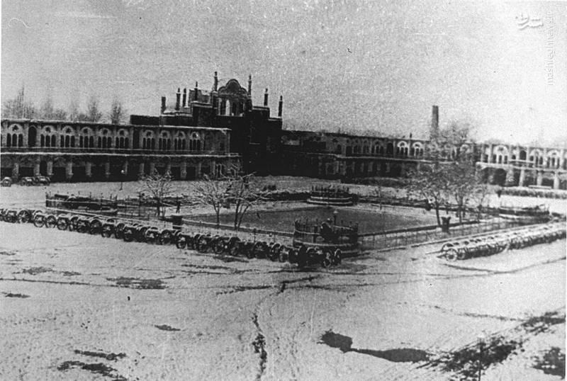 عکسی از میدان توپخانه تهران که در سال 1284شمسی گرفته شده است.