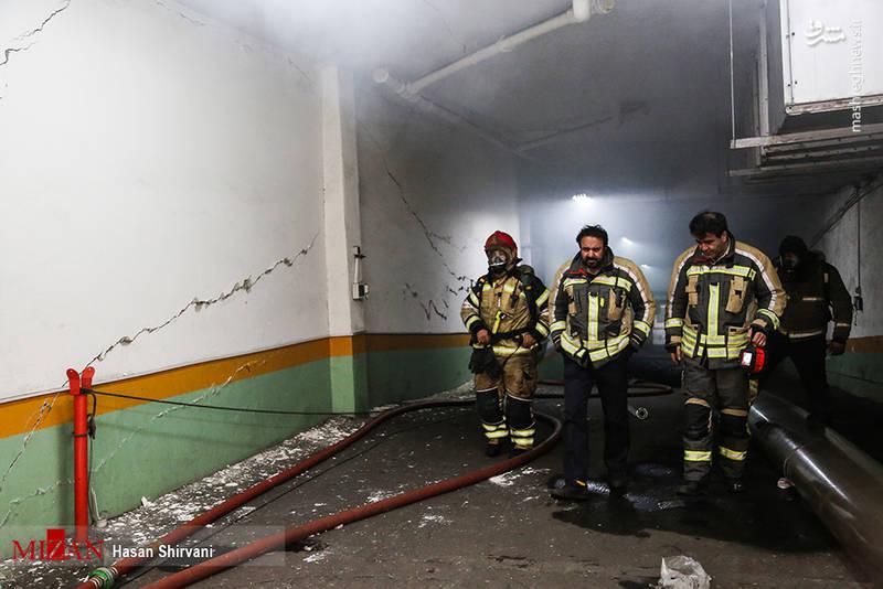 در حال حاضر بیش از ۴ ایستگاه آتش نشانی در محل حادثه حضور دارند.