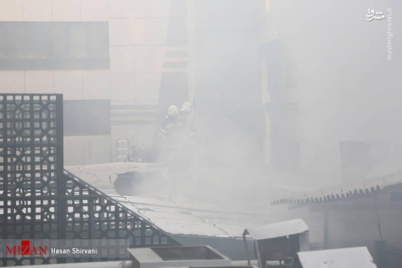 با توجه به اینکه ساختمان قدیمی بوده و احتمال ریزش وجود دارد، ساختمانهای مجاور تخلیه شده است.