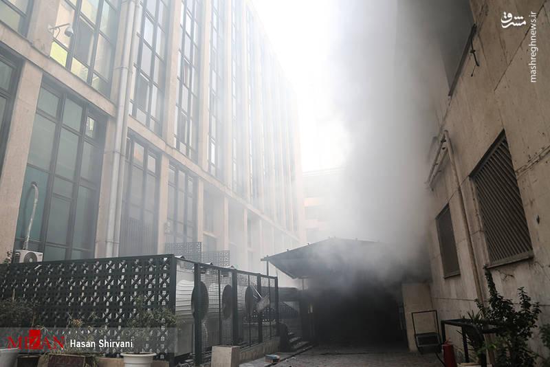 آتش سوزی در طبقه منهای چهارو پنج ادامه دارد
