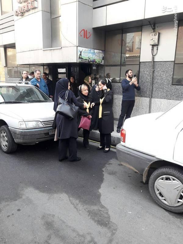 خروج کارمندان و مسافران هتل جنب ساختمان برق حرارتی وزارت نیرو
