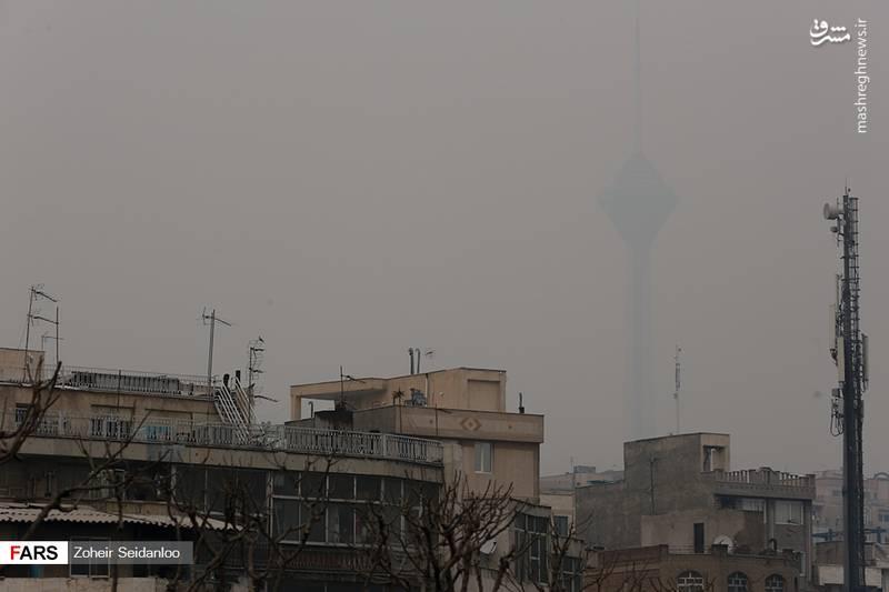 آلودگی هوای تهران در طول چند روز گذشته افزایش یافت، به طوری که کلیهی مدارس تهران در تمامی مقاطع تحصیلی در روز سه شنبه ۱۷ بهمن ماه ۹۶ تعطیل شد.
