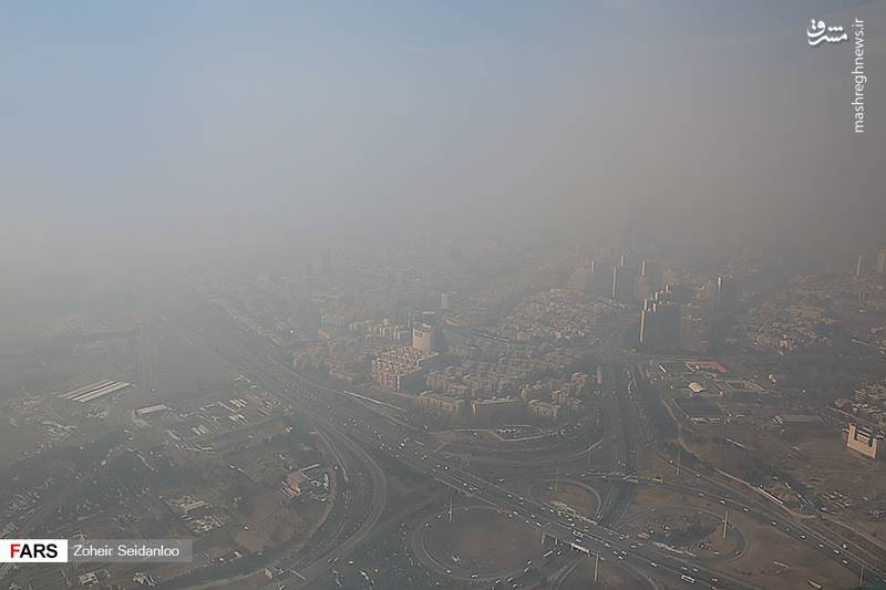پس از گذشت تنها چند روز از بارش برف در تهران و پاکی هوا، آلودگی به شهر بازگشته و نه آسمان آبی را میتوان دید، نه دورنمای شهر را