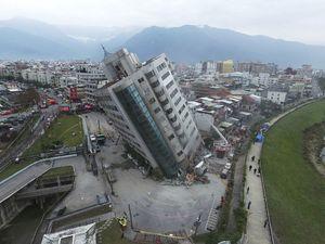 عکس هوایی هتل کج شده در تایوان