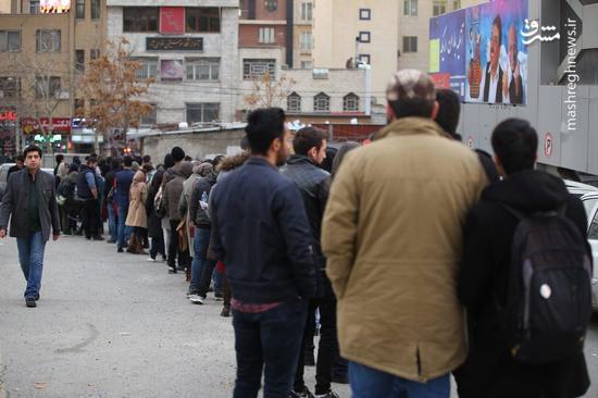 عکس/ صف های طولانی سینماهای میزبان جشنواره فجر