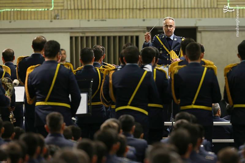 اجرای سرود جمهوری اسلامی در دیدار فرماندهان و کارکنان نیروی هوایی ارتش با رهبر معظم انقلاب
