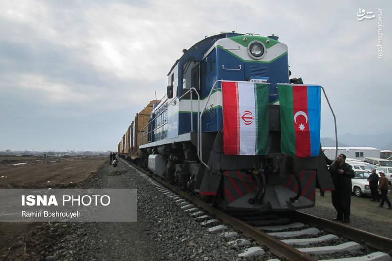 امروز (پنج شنبه 19 بهمن) نخستین رام قطار باری از سن پترزبورگ روسیه و عبور از جمهوری آذربایجان وارد بارانداز ریلی آستارا در خاک جمهوری اسلامی ایران شد.