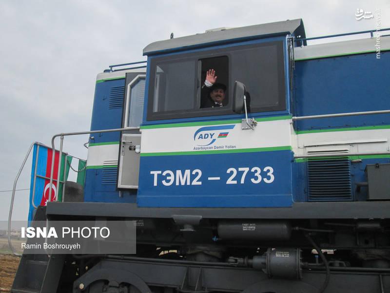 در این مراسم برخی مقامات جمهوری آذربایجان و راه آهن کشورمان، از جمله مدیرکل راه آهن منطقه شمال غرب کشور نیز حضور داشتند.