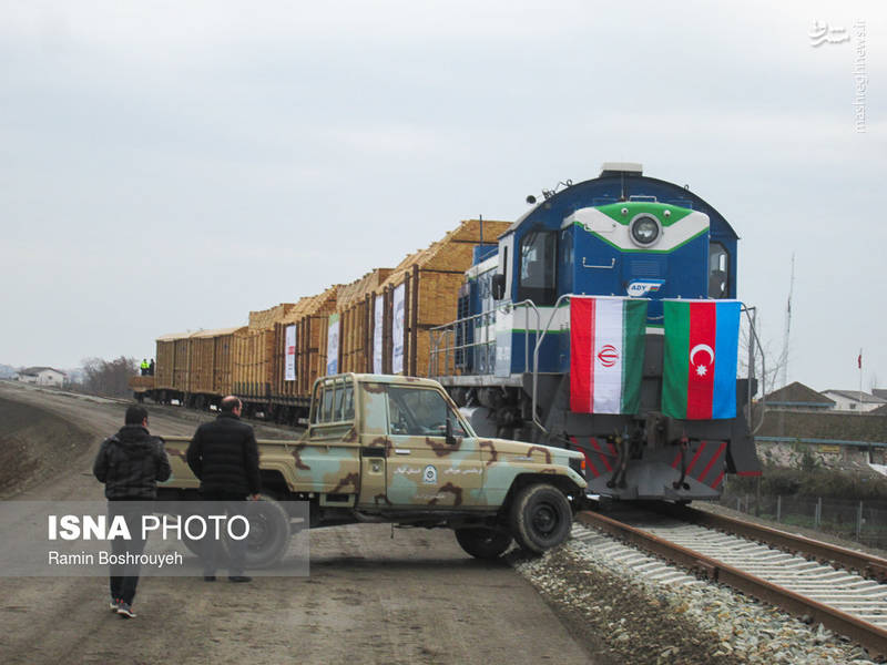 همزمان با دهه مبارک فجر شاهد ورود آزمایشی اولین قطار باری از مرز جمهوری آذربایجان به کشور هستیم.