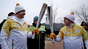 عکس/ حمل مشعل المپیک توسط توماس باخ