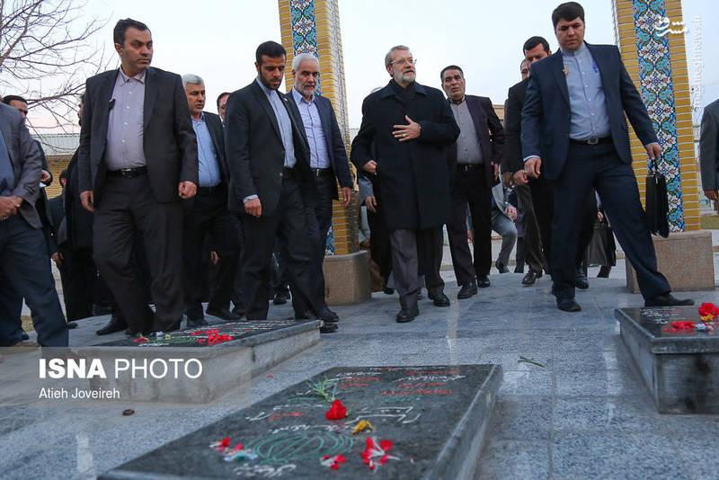 حضور رئیس مجلس در مزار شهدای مدافع حرم اصفهان