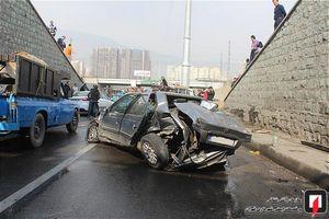 عکس/ سقوط پرشیا از پل روگذر در تهران