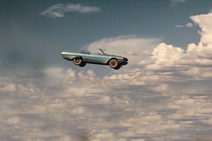 فیلم/ پرش راننده چینی از طبقه دوم پارکینگ