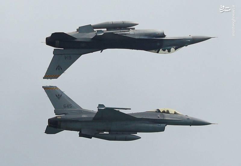 نمایش هوایی نیروی هوایی ارتش سنگاپور با جنگنده های ( F-16Cs)