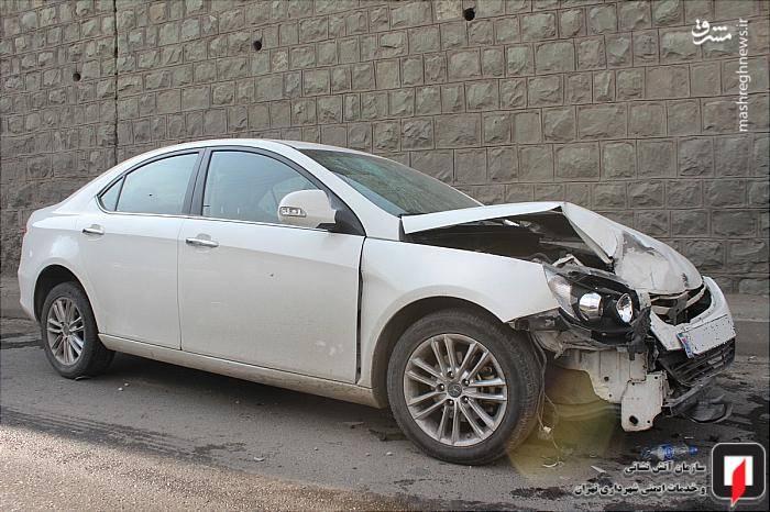 در این حادثه، خودرو سواری پژو پارس پس از سقوط با دو دستگاه خودرو سواری جک و پژو 206 برخورد کرده و یکی از سرنشینان این وسیله نقلیه(یک پسر بچه 9 ساله)، از خودرو سواری به بیرون پرتاب شده و دچار مصدومیت شده است.